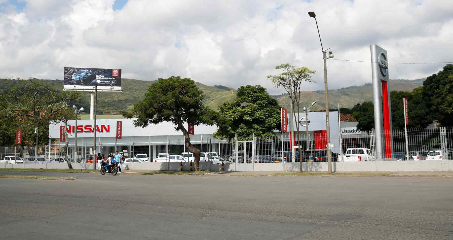 Dinissan Nissan cali pasoancho